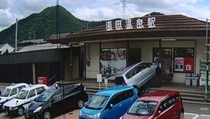 山口市湯田温泉駅 踏み間違いで車が飛び込む瞬間